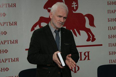 """""""Zimne skrzydła ojczyzny"""" – książka, która powstawała przez 30 lat"""